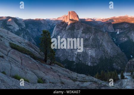 Blick vom Glacier Point, das ist der spektakulärste Aussichtspunkt im Yosemite National Park, Kalifornien, USA - Stockfoto