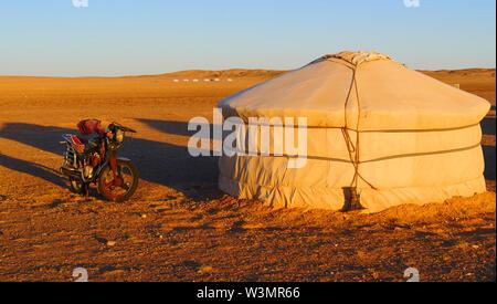 Die Jurte in der Wüste Gobi, Mongolei - Stockfoto