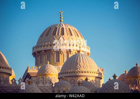 Die schöne Architektur der Moschee in Hurghada, Ägypten - Stockfoto