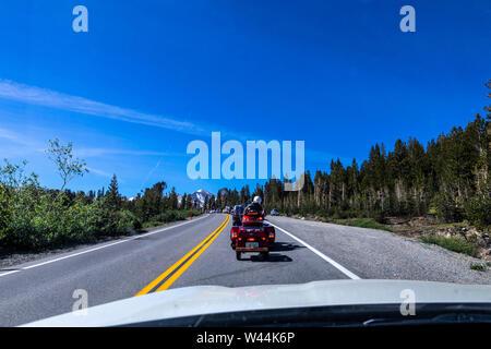 Die wartenden Yosemite Nationalpark in der Tioga Pass Kalifornien Landstraße 120 eingeben - Stockfoto