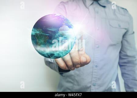 Menschliche Berührung Planet mit Finger auf einem weißen Hintergrund. Mixed Media. - Stockfoto