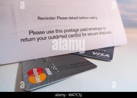 Mailing Umschlag für die Rücksendung von veralteten Kreditkarten, USA - Stockfoto