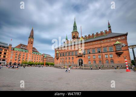 Stadtbild mit Scandic Palace Hotel am Rathausplatz (radhus Pladsen) in der Innenstadt. Kopenhagen, Dänemark, Skandinavien - Stockfoto