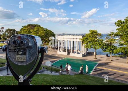 Aussichtspunkt mit Blick auf Plymouth Rock in Plymouth, MA - Stockfoto