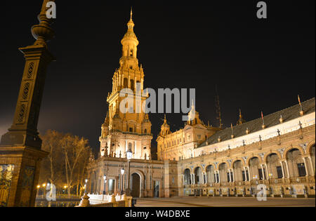 Eine wundervolle Nacht im Plaza de España in Sevilla, Spanien Stockfoto