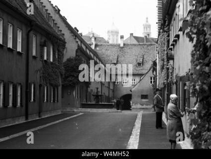 """1521 von Jakob Fugger, Die """"Fuggerei"""" gegründet - hier am 18.9.1973 in Augsburg genommen - ist die älteste Sozialsiedlung der Welt und wird zum Teil noch heute verwendet. che genutzt.     Verwendung weltweit - Stockfoto"""