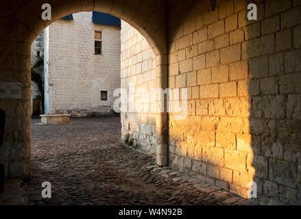 Abendsonne auf der inneren Wand des Turms reflektiert, Chateau du Rivau - Stockfoto
