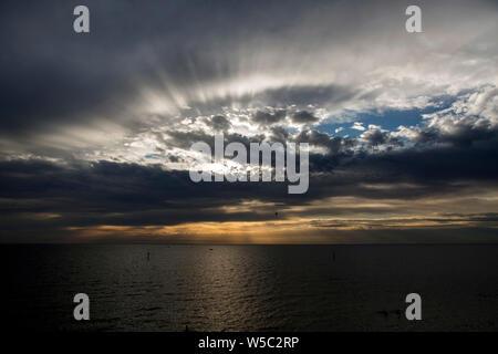 Melbourne Sonnenuntergang über Port Philip Bay von Half Moon Bay Victoria Australien - Stockfoto