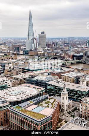 Blick nach Süden Osten über die Themse von St. Paul's Cathedral Dome, London - Stockfoto