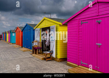 Bunten Badekabinen, Seaford, East Sussex, Großbritannien - Stockfoto