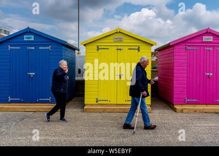 Bunten Badekabinen, Seaford, East Sussex, Großbritannien - Stockfoto