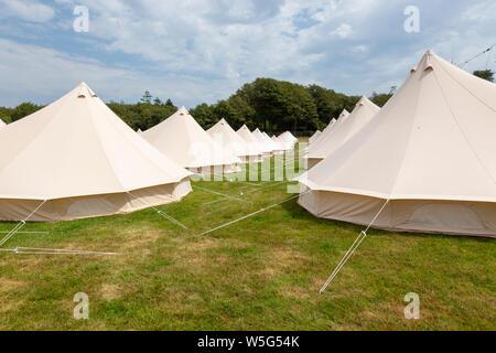 Große high end glamping Zelte, an einer im Festival de - Stockfoto