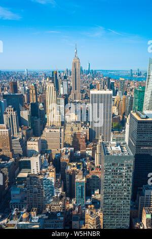 Manhattan New York, Luftaufnahme von Manhatten in Richtung Süden auf den Downtown Financial District, New York City, USA.