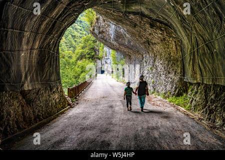 """Italien Friaul Val Cellina Barcis - alte Straße der Pordenone - Naturpark der Dolomiten von """"Latterie Friulane"""""""