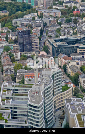 Frankfurt, Panoramablick Blick aus der Vogelperspektive von Skyscraper. Deutschland - Stockfoto