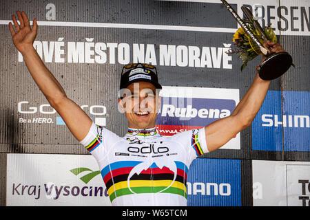 Mai 25, 2014 - Nové Město na Moravě. Nino Schurter celbrates Gewinnen der UCI Mountainbike Cross Country World Cup. - Stockfoto