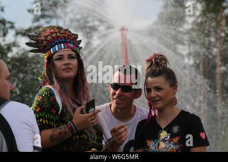 Kostrzyn, Polen, 1. August 2019, junge Leute. 25. Pol' und 'Rock Festival ist das größte nicht-kommerzielle Festival in Europa. In diesem Jahr wird das Festival auf 1-3 August in der Stadt Kostrzyn nad Odra im westlichen Polen statt. - Stockfoto