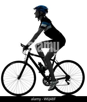 Eine kaukasische Radfahrer Frau Radfahren Reiten Fahrrad in Silhouette auf weißem Hintergrund