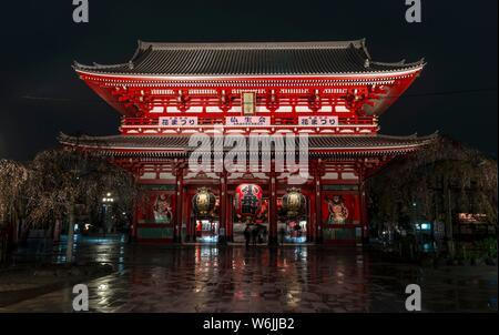 Night Shot, Hozomon Tor, buddhistische Tempel, Senso-ji in Asakusa Tempel oder Schrein, Asakusa, Tokyo, Japan - Stockfoto