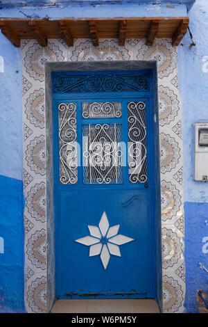 Blue Town Chefchaouen Chaouen/Marokko, Schmale Straße von Chefchaouen, berühmtes blaues Dorf von Marokko. - Stockfoto