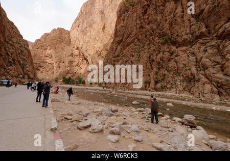 Todgha Gorges - eine Serie von Flusskanonen aus Kalksteinen oder Wadi im östlichen Teil des Hohen Atlas-Gebirges in Marokko, Afrika. - Stockfoto
