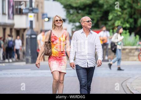 Cambridge, UK, 1. August 2019. Attraktive paar Ausgehen - Stockfoto