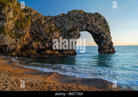 UK, Dorset, Durdle Door, Strand & Küste - Stockfoto
