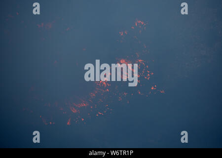 Sesimbra, Portugal. 2 Aug, 2019. Feuer flammen sind in Sesimbra, Portugal, August 2, 2019 gesehen. Credit: Petro Fiuza/Xinhua Quelle: Xinhua/Alamy leben Nachrichten - Stockfoto