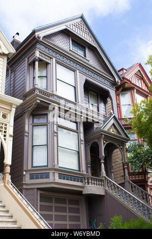 SAN FRANCISCO, Ca - 31. JULI 2016: Historische Grateful Dead Haus in San Francisco. Dieses Wahrzeichen aus dem Haus in die Haight Ashbury Viertel ist, wo die Band - Stockfoto