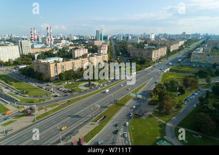 Luftaufnahme von Gagarin Square an einem sonnigen Sommertag in Moskau - Stockfoto