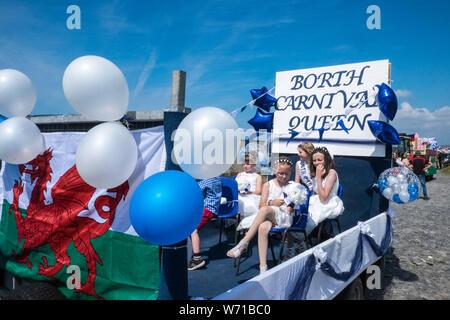 An, berühmt, am Meer, am Strand, Dorf, Stadt, Karneval, Parade, at, Borth Karneval, gehalten, jährlich, jährliche, Event, in, August, jeden, Sommer, in der Nähe von, Aberystwyth, Ceredigion, - Stockfoto