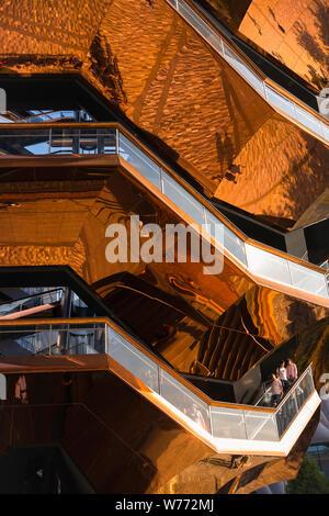 New York City Architektur, Detail des Schiffes Gebäude (2019), entworfen von Thomas Heatherwick und in Hudson Yards, Manhattan, New York City gelegen. - Stockfoto