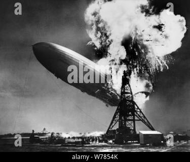 LZ 129 HINDENBURG HINDENBURG DISASTER NEWSREEL FOOTAGE, 1937 - Stockfoto