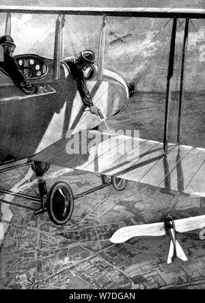 British biplane versus deutsche Taube, der Erste Weltkrieg, 1914. Artist: Unbekannt - Stockfoto