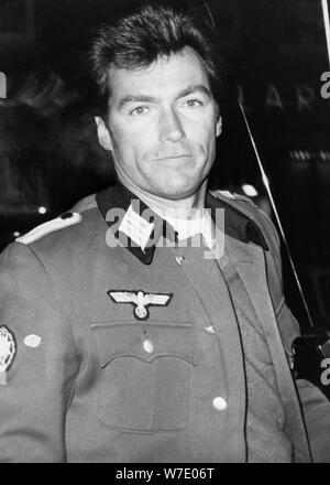 Clint Eastwood, US-amerikanischer Schauspieler und Filmstar, gekleidet wie ein Deutscher Offizier, c 1968. Artist: Unbekannt - Stockfoto