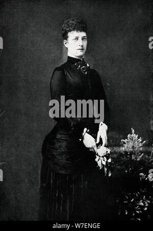 Königin Alexandra im Jahr ihrer Silberhochzeit, 1888 (1911). Künstler: W & D Downey. - Stockfoto