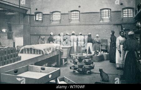 In der Küche des Holloway Prison, London, c1901 (1901). Künstler: unbekannt. - Stockfoto