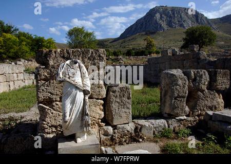 Griechenland. Alt-korinth (polis). Ruinen der archäologischen Stätte. Region Peloponnes. - Stockfoto
