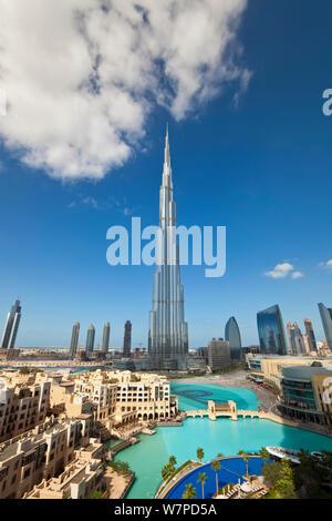 Der Burj Khalifa, abgeschlossen im Jahr 2010 den größten Mann gemacht, in der Welt, Dubai, Vereinigte Arabische Emirate 2011 Struktur