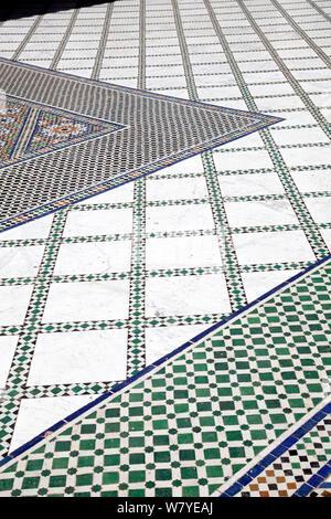 Bahia Palast Innenhof Bodenfliesen, Medina in Marrakesch - Marokko - Stockfoto