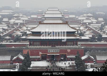 Allgemeine Ansicht der Palast Museum, auch als die Verbotene Stadt, im Schnee in Peking, China, bekannt, 21. Februar 2017. - Stockfoto