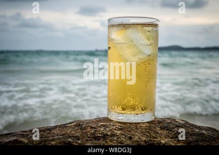 Bier am Strand, Koh Samet - Stockfoto