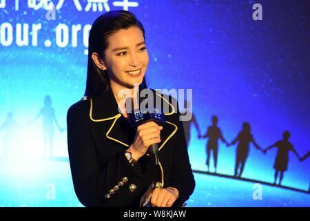 Chinesische Schauspielerin Li Bingbing besucht, um ein Ereignis zu 'Earth Hour' in Peking, China, 19. März 2016. - Stockfoto