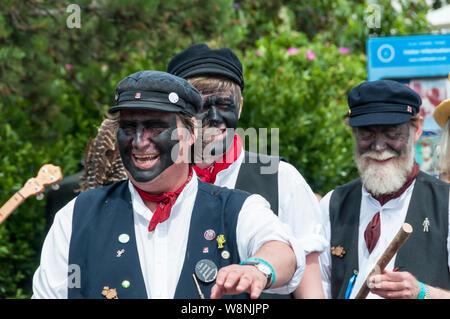 Cranbrook, Kent, Großbritannien. 10. August 2019. Morris tanzen zu Beginn der Broadstairs Folk Woche 2019. Urban Images-News/Alamy - Stockfoto