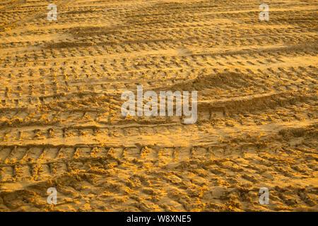 Auto Titel auf dem Sand in der Wüste - Stockfoto