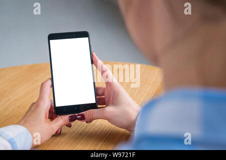 Mockup Bild - Frau mit BlackBerry-Smartphones mit weißen Leerer Bildschirm - Stockfoto