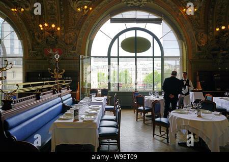 PARIS, Frankreich - 20 May 2019 - Blick auf das Wahrzeichen der Belle Epoque Le Train Bleu (der blaue Zug) Restaurant im historischen Bahnhof Gare de Lyon - Stockfoto
