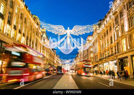 Festliche Weihnachtsbeleuchtung in der Regent Street in 2016, London, England, Vereinigtes Königreich, Europa - Stockfoto