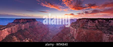 Wotans Throne, Cape Royal Sicht bei Sonnenuntergang, North Rim, Grand Canyon Nationalpark, UNESCO-Weltkulturerbe, Arizona, Vereinigte Staaten von Amerika - Stockfoto
