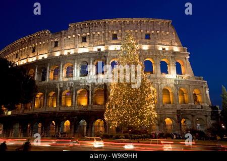 Kolosseum an Weihnachten Zeit, Rom, Latium, Italien, Europa - Stockfoto